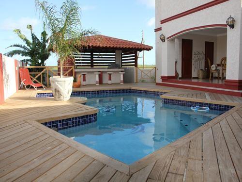 Bonaireal Estate