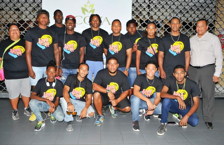 Softbal team naar toernooi in Dominicaanse Republiek