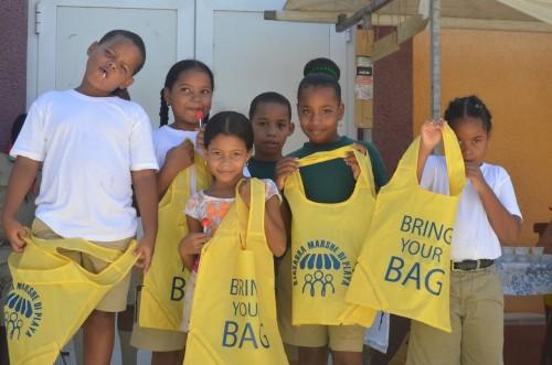 Minder plastic tasjes op Bonaire