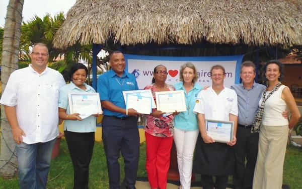 Divi Flamingo personeel legt beslag op twee I Love Bonaire Awards