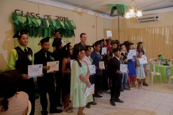 Bonairiaanse kinderen ontvangen Digi Kids certificaat