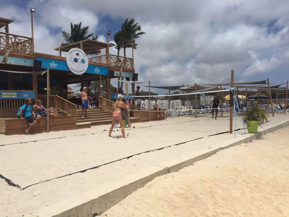 Je kan je aanmelden via onze website: www.beachtennisbonaire.com