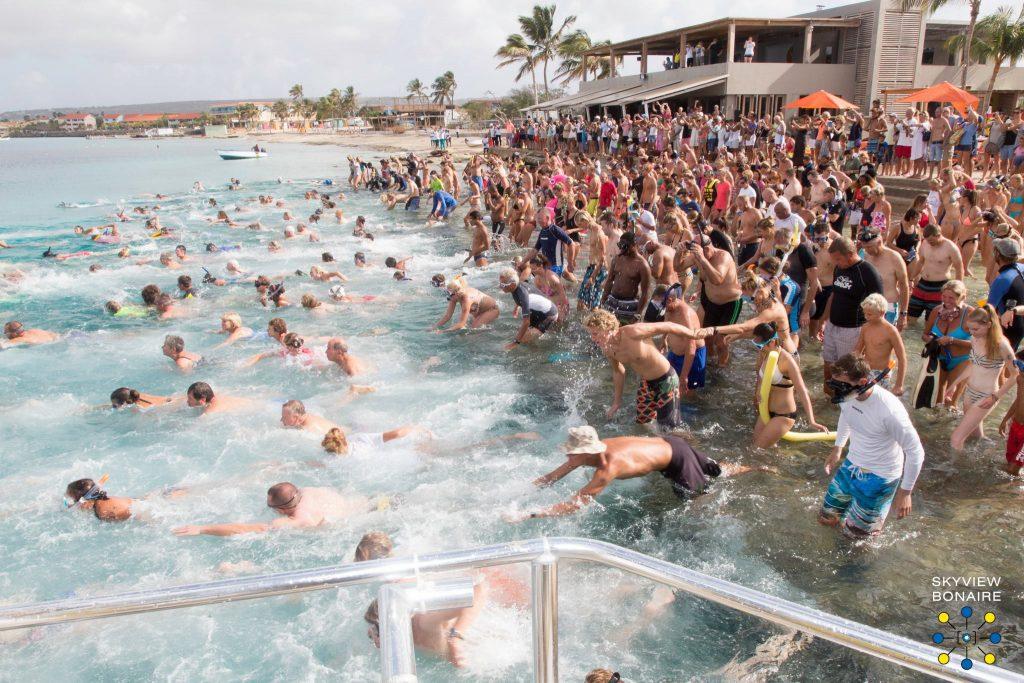 Zwemmend naar Klein Bonaire, foto's en video van afgelopen zondag