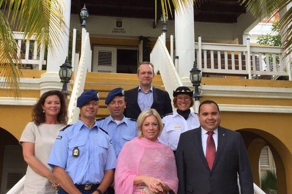 Minister van defensie op bezoek bij gezaghebber Rijna