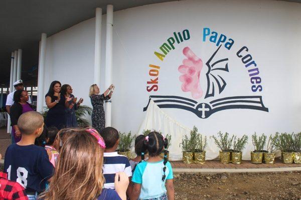 Minister Bussemaker opent Brede School Papa Cornes