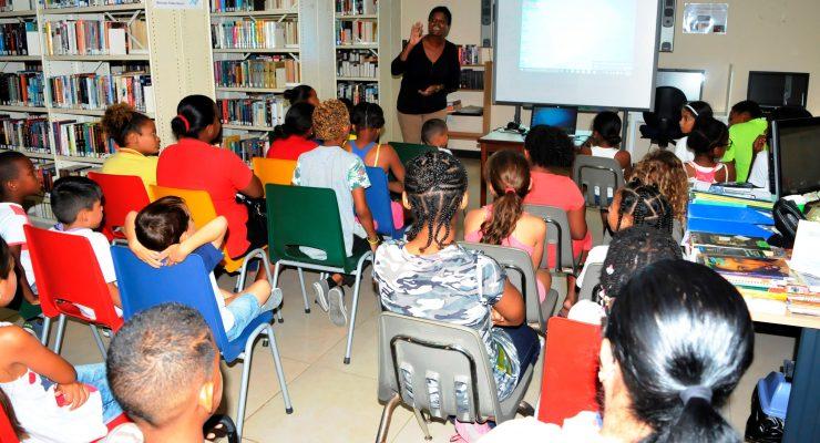37 kinderen krijgen informatie over hoe de WEB van zeewater drinkwater maakt