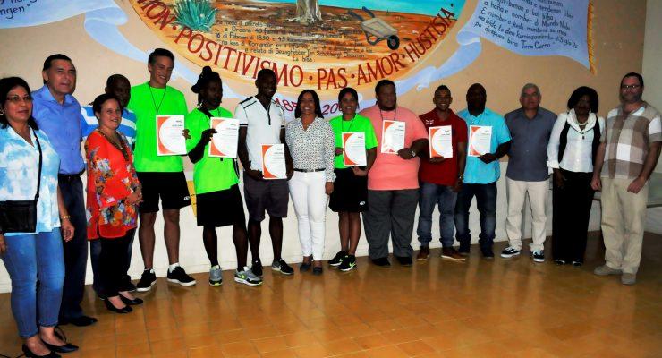 Acht cursisten ontvangen diploma leider sportieve recreatie