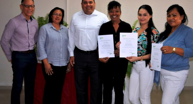Vier ambtenaren Post en Archief ronden LARM-opleiding af