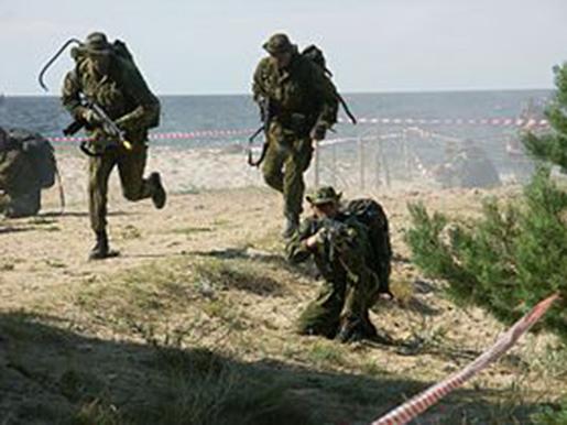 Militaire training op verschillende lokaties op Bonaire