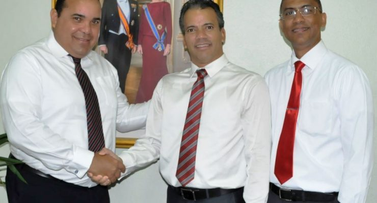Consul Dominicaanse Republiek op werkbezoek bij gezaghebber Rijna