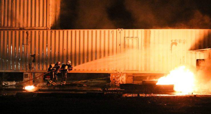 Instructeurs BKCN oefenen vliegtuigbrandbestrijding