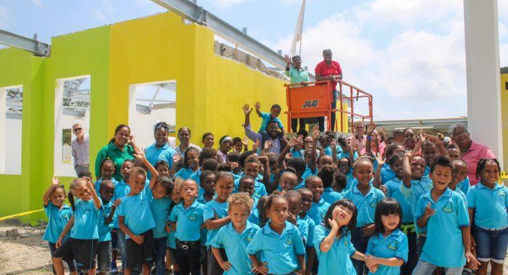Hoogste punt renovatie gebouw San Luis Bertran School