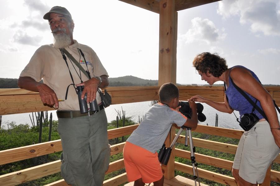 Gezaghebber Edison Rijna opent de uitkijktoren in het Washington Park