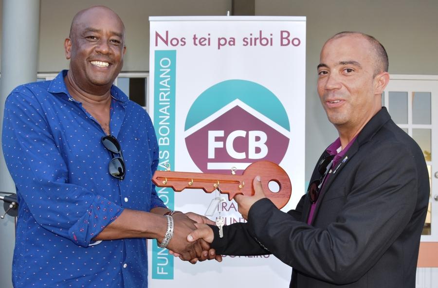 Fundashon Cas Boneriano verricht heropening wijkcentrum Amboina
