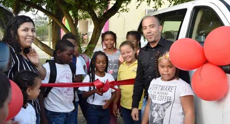 Drie busjes voor Stichting Professionele Zorg voor Kinderen