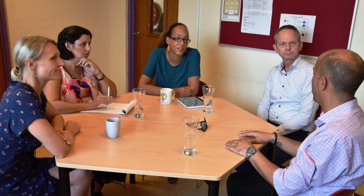 Gedeputeerde Edsel Cecilia bezoekt basisschool de Pelikaan