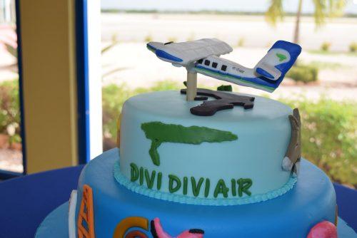 taart bij inauguratie Divi Twinotter