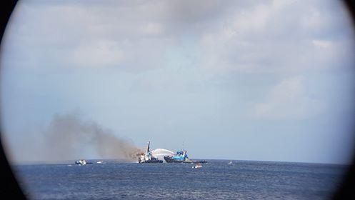 Sleepboot in brand ter hoogte van de wijk Hato