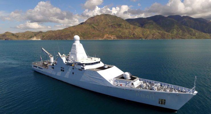 Marineschip Holland koerst naar Cariben