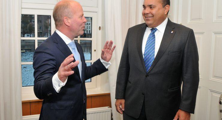"""Bonaire onder curatele?  ,,Complete lariekoek"""",  zegt staatssecretaris Knops"""