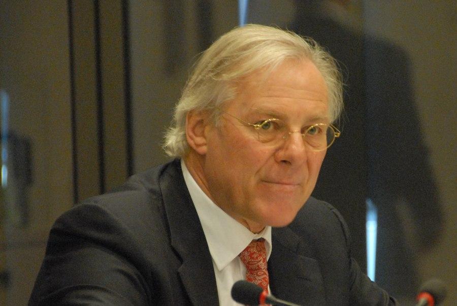 Topman Koninkrijksrelaties Henk Brons in opspraak
