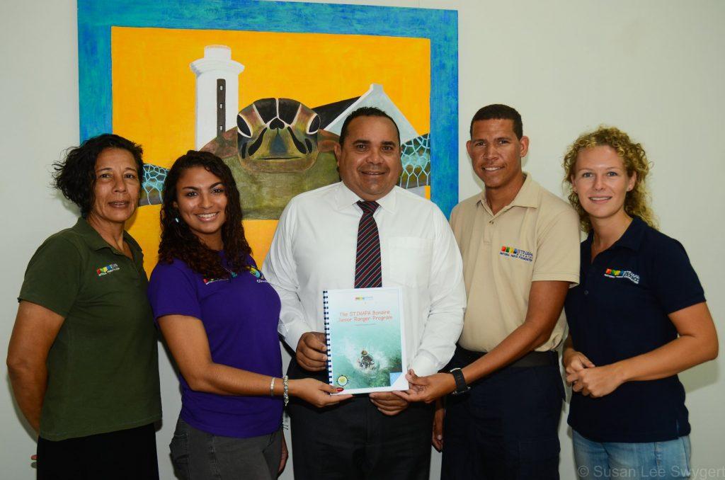 Stinapa presenteert de Bonaire Junior Ranger Program Manual