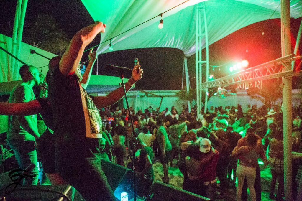 Spetterend optreden van lokale band Fenty Music in de Islander