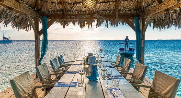 Sebastian's Restaurant diner met uitzicht op zee