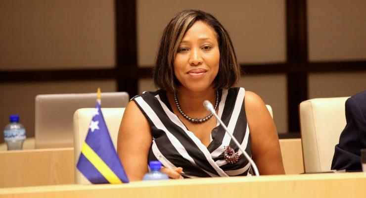 Oud-minister Constancia Curaçao voor oplichting veroordeeld