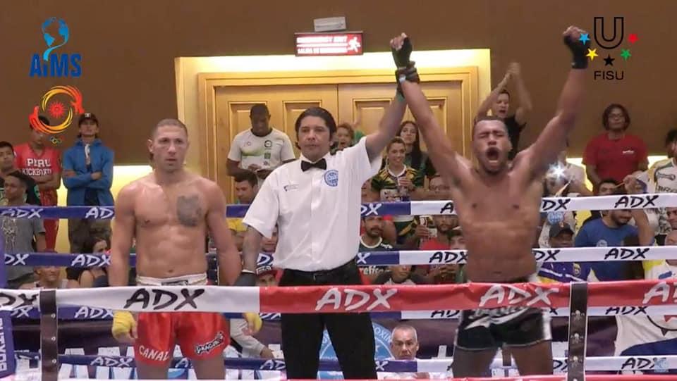 Kickboxer Davidlee Winklaar wint finale in Mexico