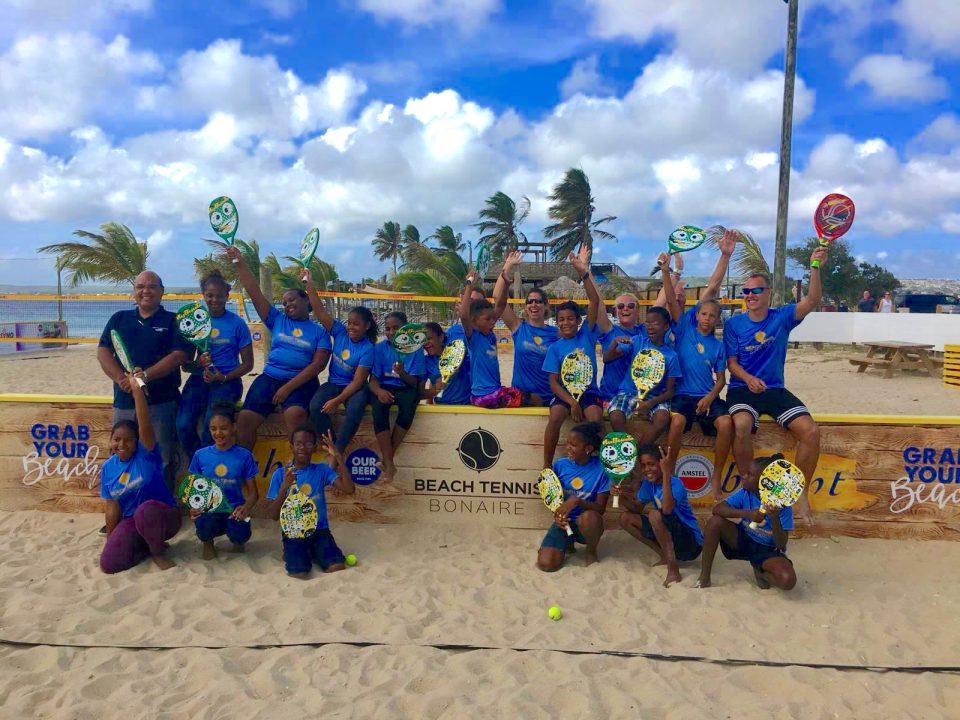 Contour Global Kids-project van Beach Tennis Bonaire van start