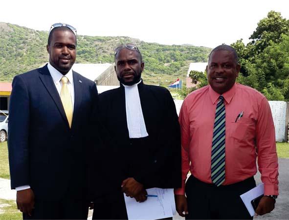 De ex-gedeputeerden Charles Woodley (links) en Derrick Simmons met hun advocaat Jason Rogers I Foto BES-reporter