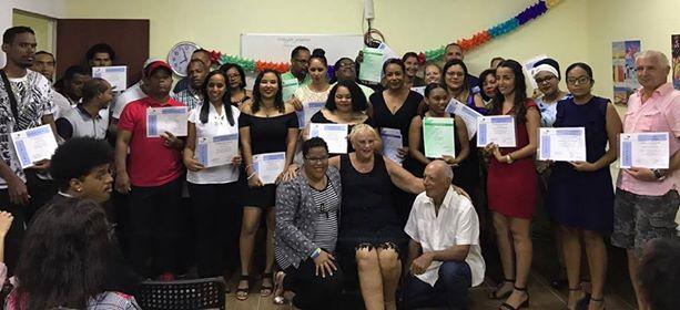 Dubbel feest bij Opleidings Instituut Bonaire
