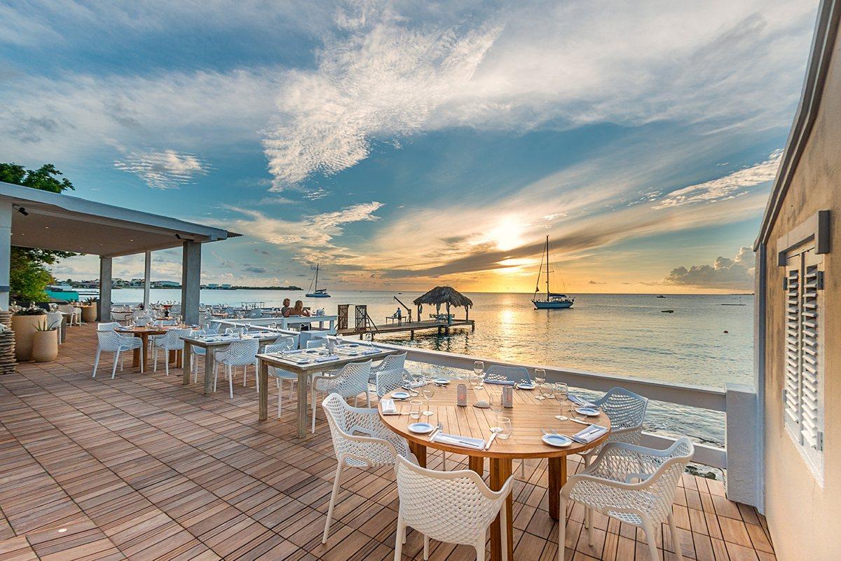Fly & Dine een rondvlucht met een drie gangen diner aan zee, een romantisch (Valentijns) geschenk