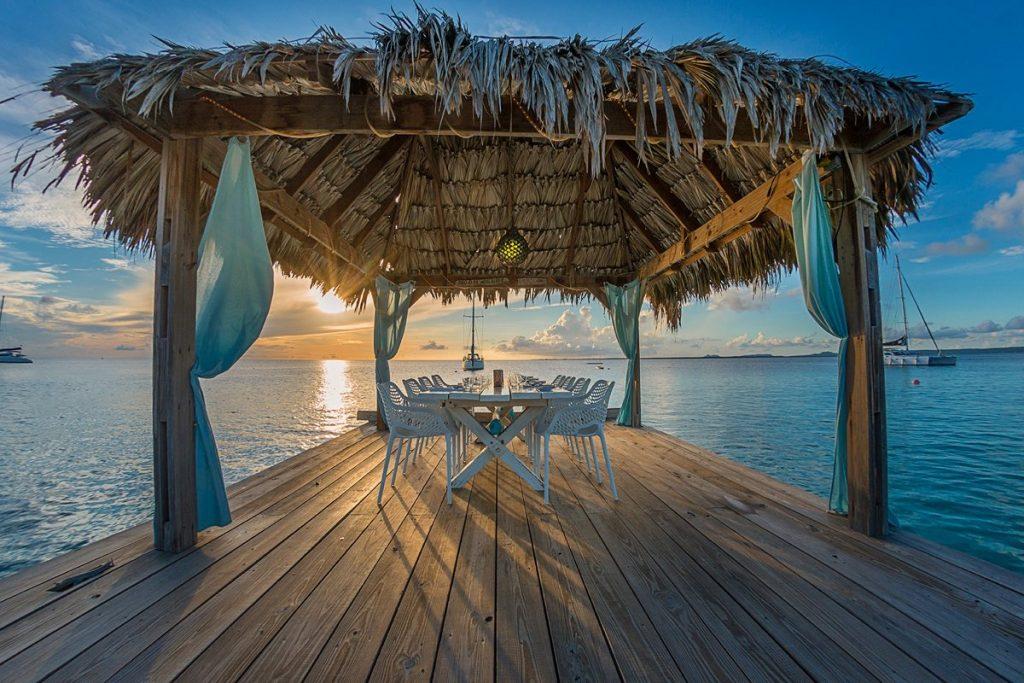 Fly & Dine - Rondvlucht en drie gangen diner aan zee, een romantisch (Valentijns) geschenk