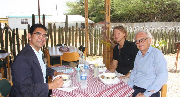 Minister Lampe bezoekt de SGB afdeling SLP