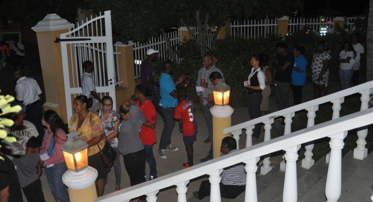 lange rijen bij sluiten stembureau's