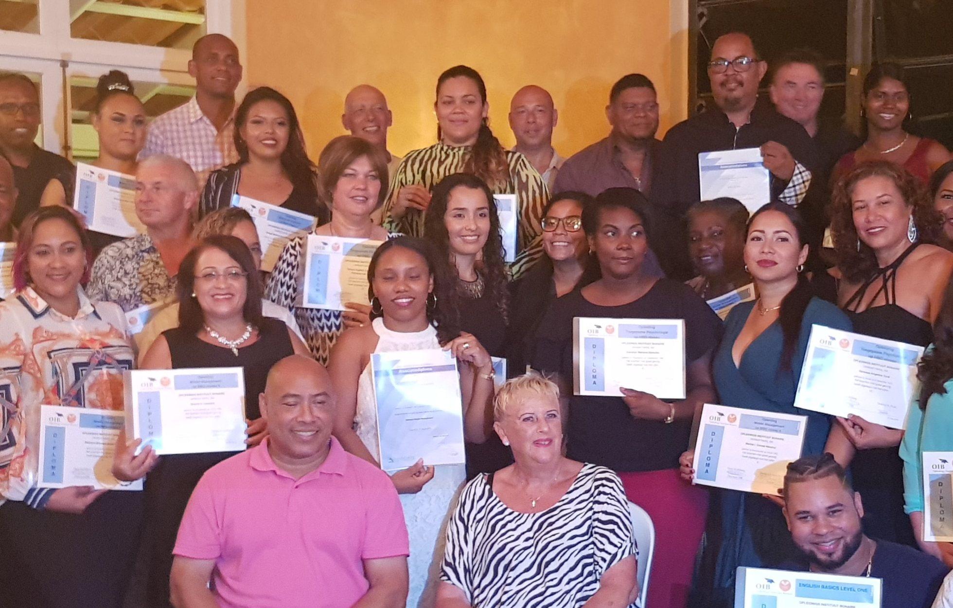 Diploma uitreiking Opleidings Instituut Bonaire