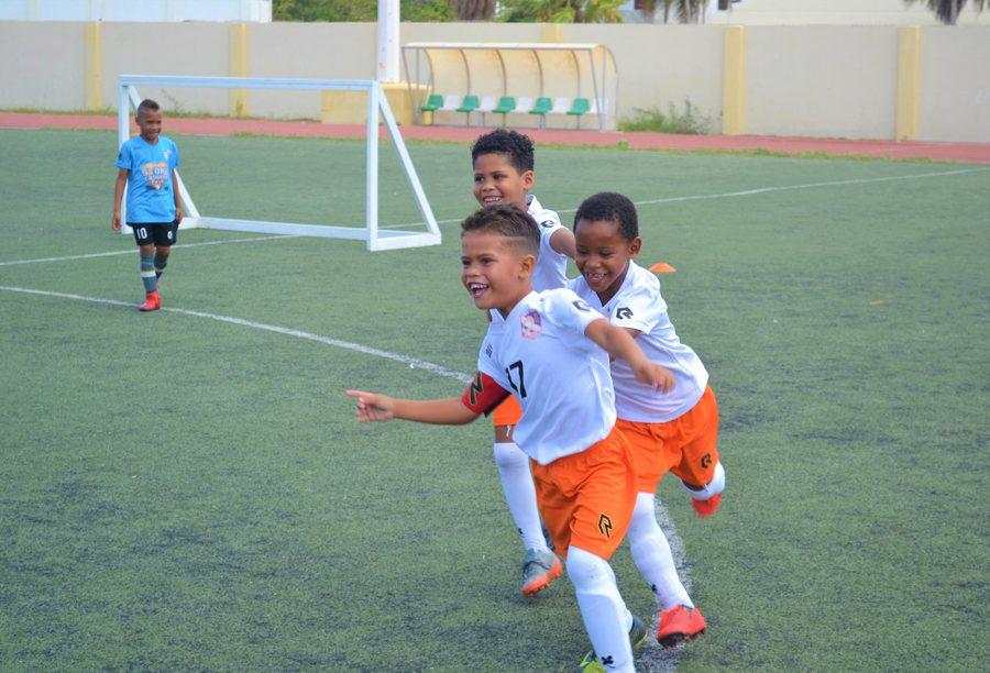 Eerste Back 2 school Cup penalty shoot-out toernooi op Bonaire