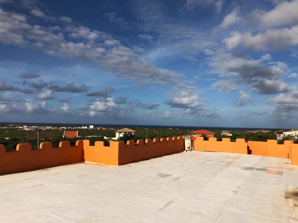 Dakterras met uitzicht op zee