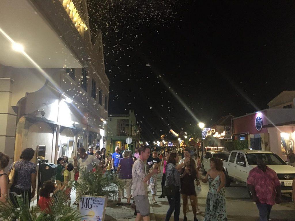 Sneeuwpret op Bonaire tijdens de Bonaire 2019 Christmas Shopping Night