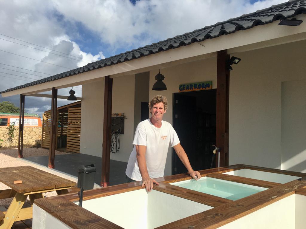 Bart Snelder bij de nieuwe locatie op Windsock