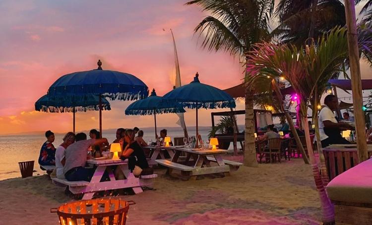 Deze afbeelding heeft een leeg alt-attribuut; de bestandsnaam is Coc-Beach-Bonaire.nu_.jpg