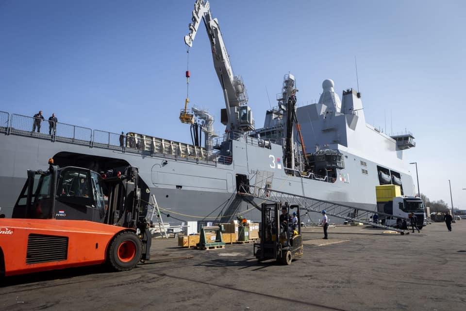 Marineschip Zr.Ms. Karel Doorman schiet Caribisch gebied te hulp