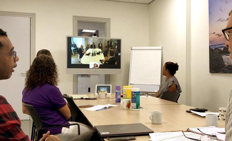 Koning praat met VWS crisisteam Caribisch Nederland en de teams op Bonaire en Sint Eustatius