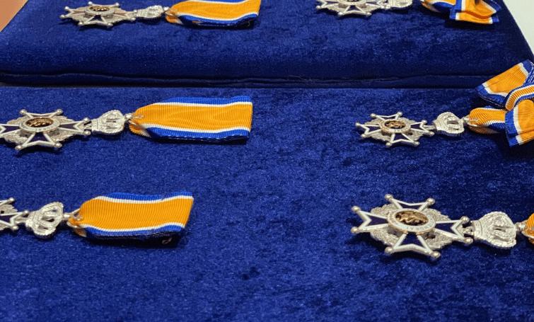 Vier Koninklijke lintjes, maar geen ceremonie