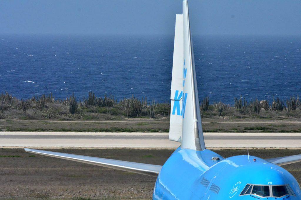 KLM stelt mondkapjes verplicht aan boord