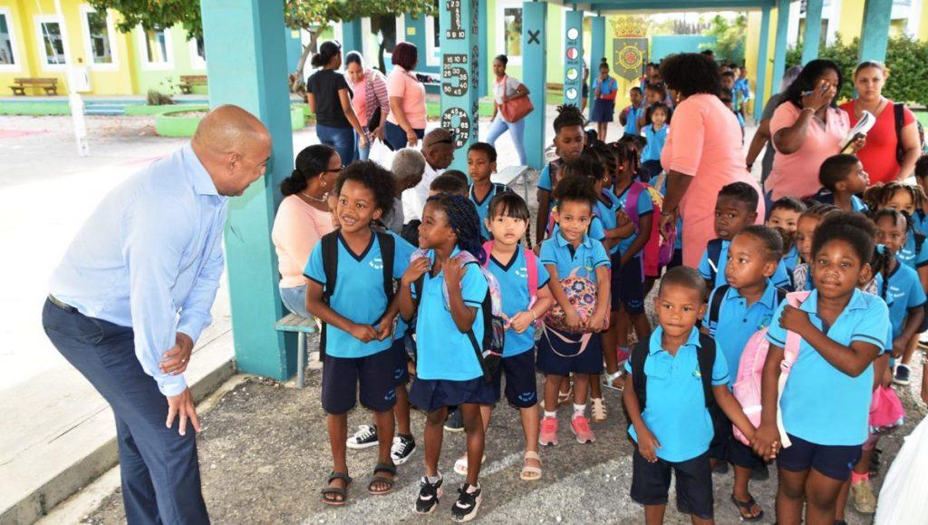 Geen cruisetoeristen maar schoolkinderen krijgen een rondleiding over Bonaire