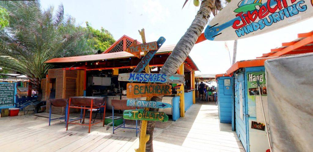 Hang Out Beachbar de gezelligste plek op Sorobon