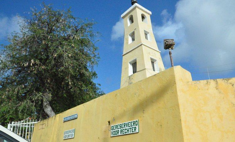61-jarige huisarts op Bonaire veroordeeld om ontucht met patiënte